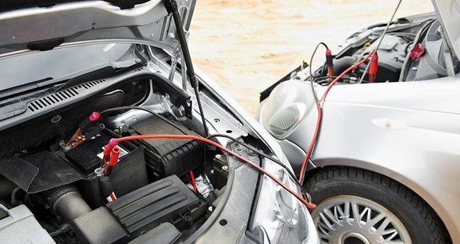conectar bateria coche