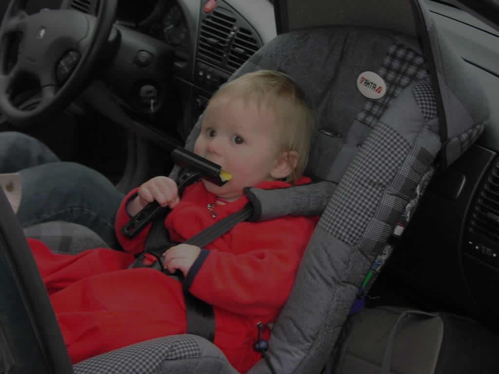 a que edad pueden ir en el asiento de copiloto los niños